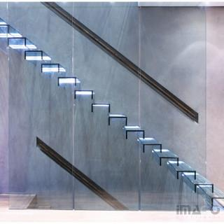 Cantilevered Glass Stair